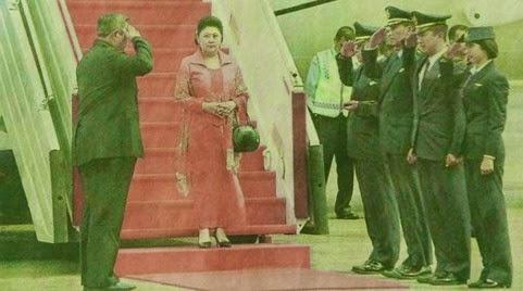 Foto Presiden SBY Hormat ke Ani Yudhoyono