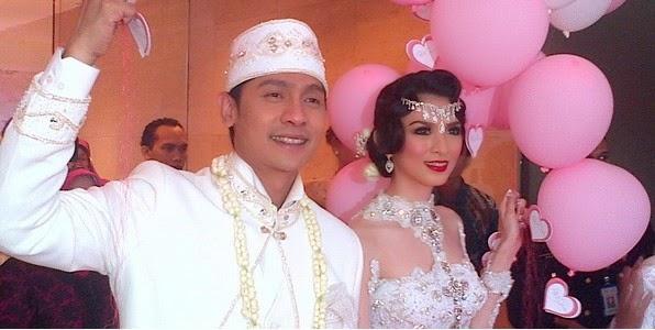 Foto-Foto Pernikahan Adi Nugroho dan Donita