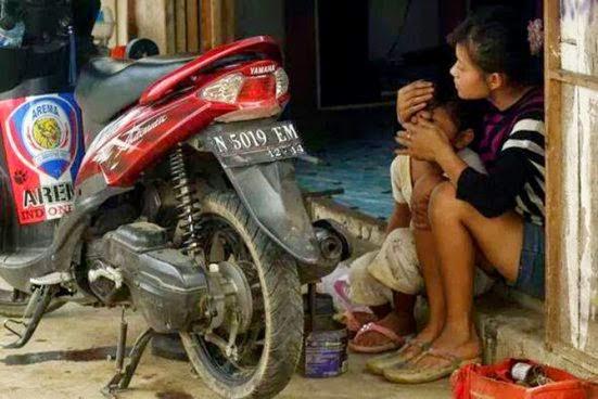 Gadis Cantik Penambal Ban Ini Banjir Simpati di Sosmed