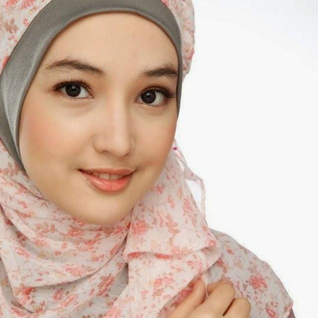 Foto Cantik Anna Gilbert Pakai Hijab, Jilbab