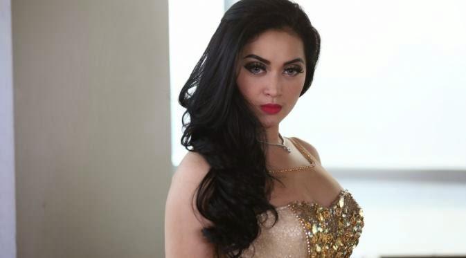 Foto Seksi Hiara Cleopatra - Syahrini KW